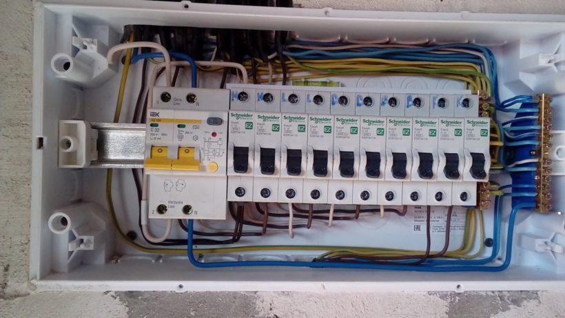 распределительный щит для электропроводки в двухкомнатной квартире