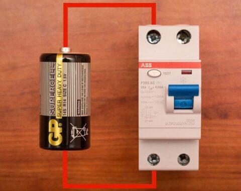Проверка дифавтомата при помощи батарейки