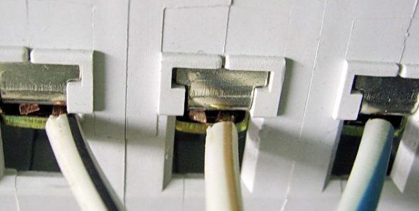 ввод провода в автомат