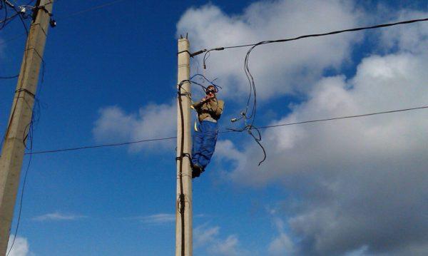 монтаж столба для электрификации